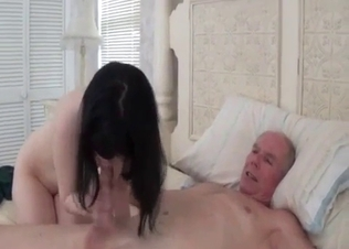 Raven-haired granddaughter sucks her grandpa