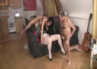 Daddy gets sucked by his wife and daughter