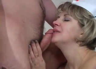 Mom nurse gives a good head for a son